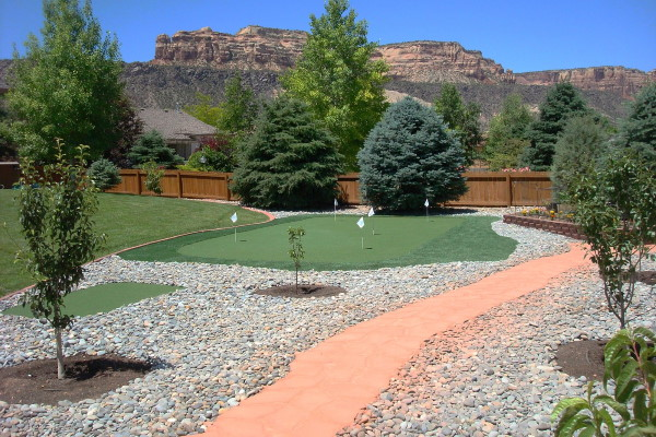 artificial grass used in putting green