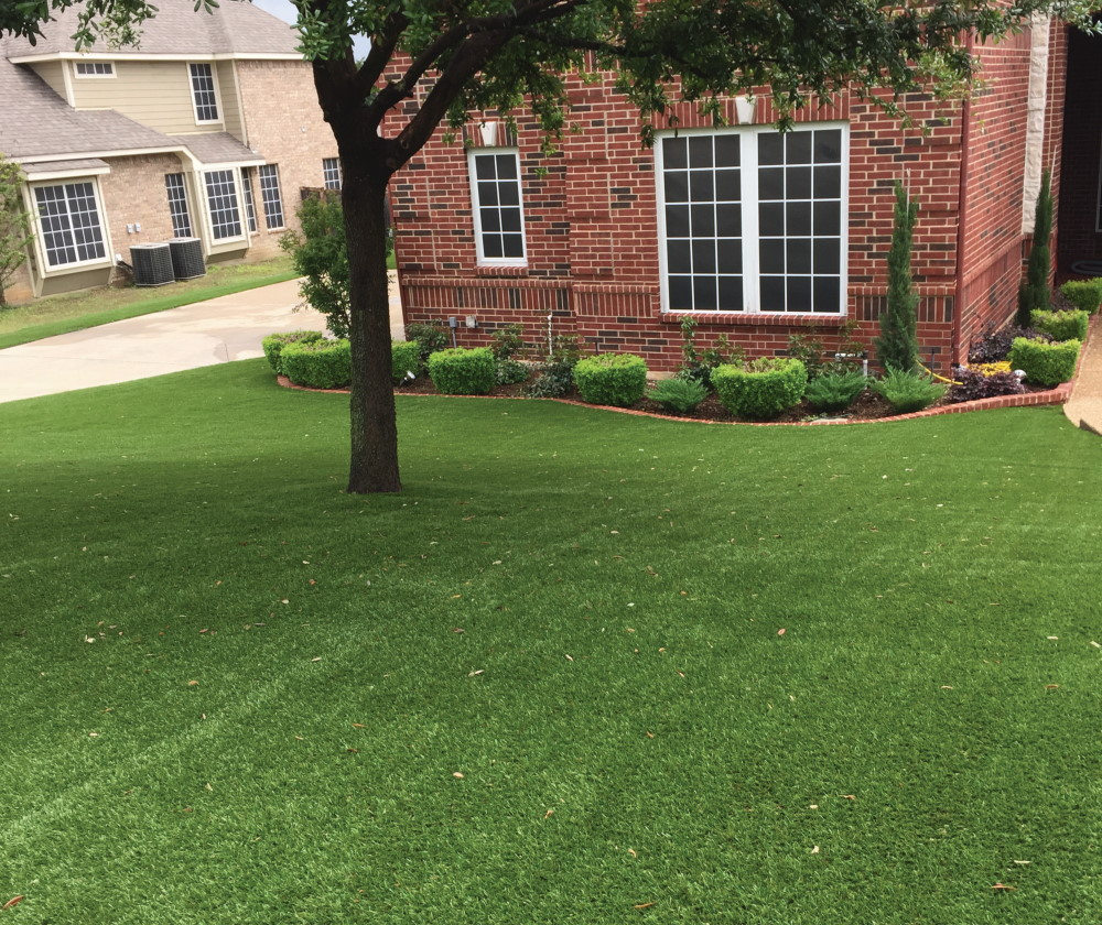 Dallas yard with artificial grass