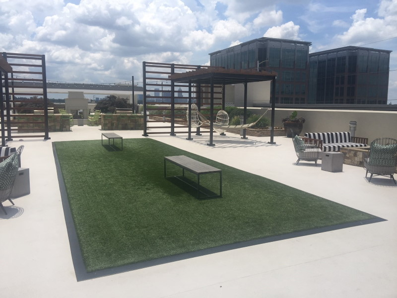 peninsula apartments rooftop with benches on artificial grass