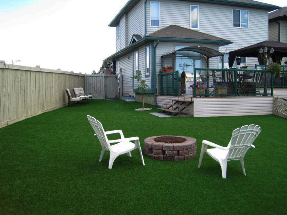 Fire Pit on Artificial Turf in the Backyard