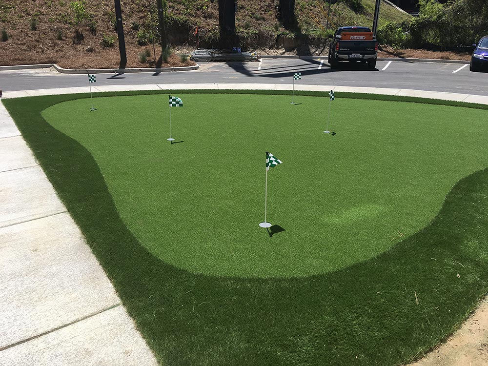 Artificial turf putting green with multiple holes