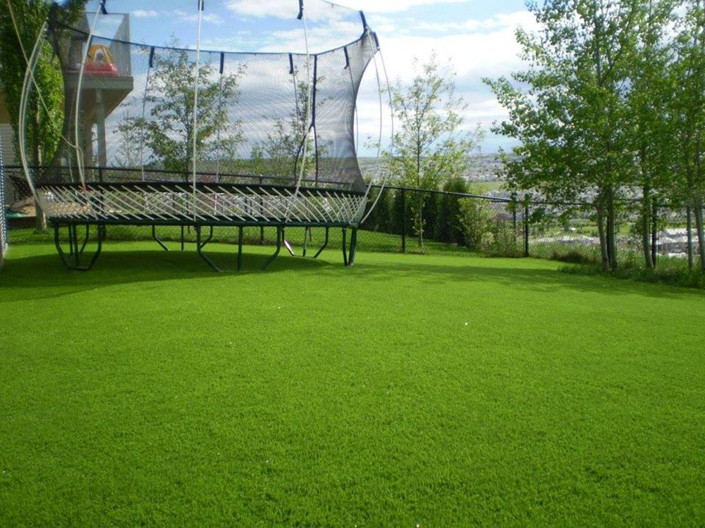 Trampoline on artificial turf