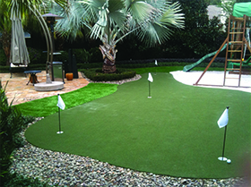 putting green play area in Oakland, FL