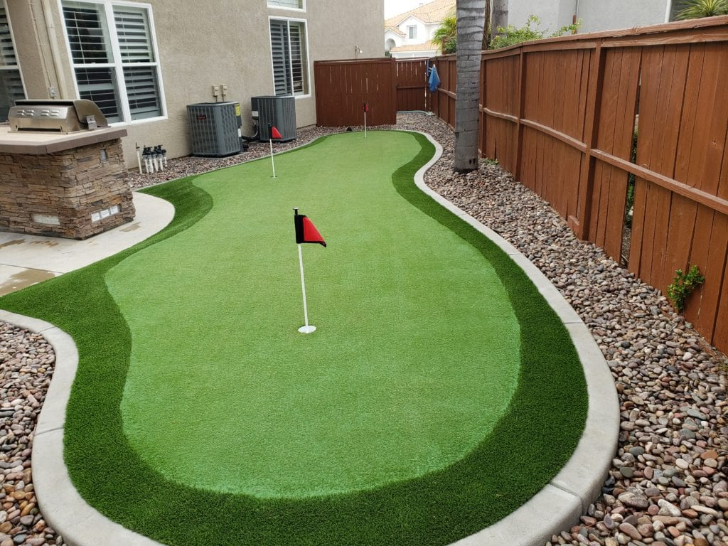 Smaller side yard putting green with fringe